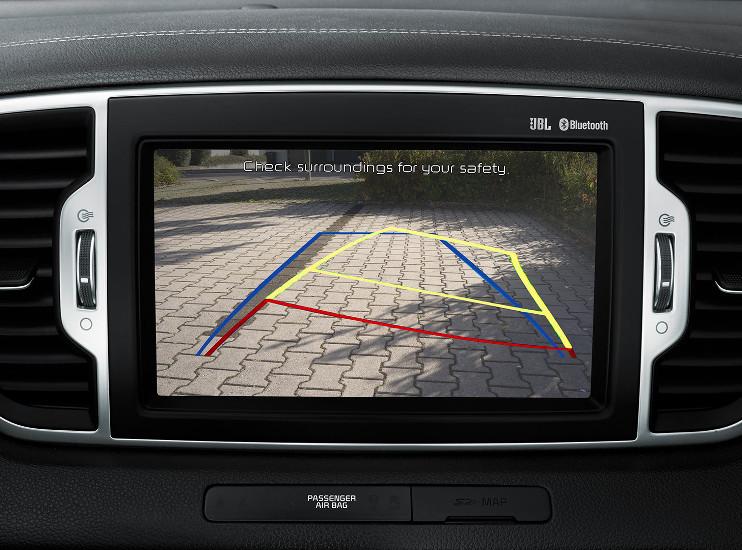 Kia Sportage - zadní parkovací kamera - směrování dle natočení volantu