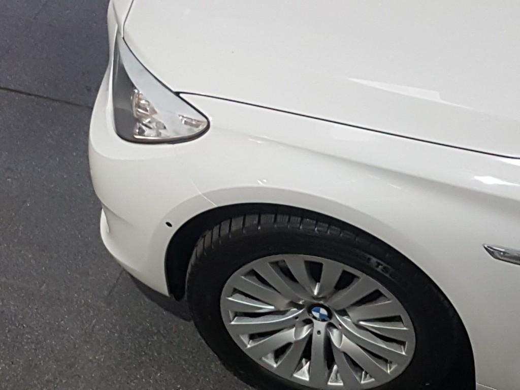 BMW GT 535d xDrive – kamerový systém pomáhá při výjezdu z nepřehledného místa