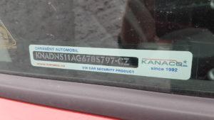 zabezpečení vozu . pískování skel na Kia Rio