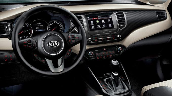 7″ dotykový integrovaný displej Vás díky GPS navigaci dovede vždy do cíle, ale i při parkování Vám zobrazuje pohled za vůz pomocí integrované zadní parkovací kamery.