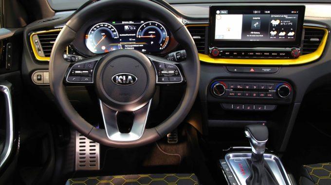 Model Kia XCeed nabízí nejen velký dotykový displej, je možné jej vybavit i digitálním přístrojovým štítem.